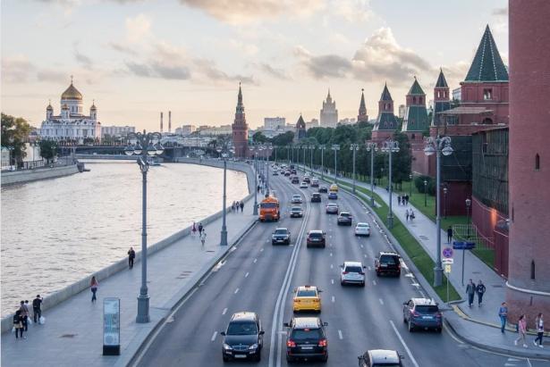 Photo of Moskova river along with the Kremlin walls - Source Pixabay