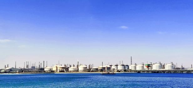 Oil storage tanks, 2020 - Source - Pixabay